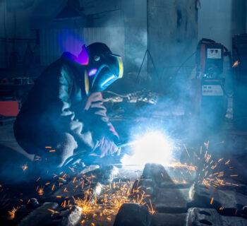 How does underwater welding work