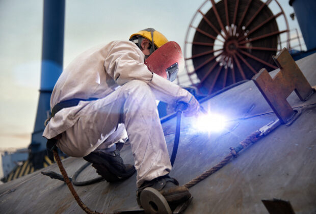 How does arc welding work